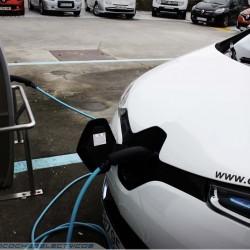 El coche eléctrico puede bajar el precio de la electricidad en España