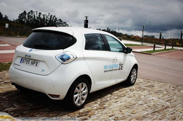 El ZOE, autonomía bajo ciclo NEDC 210 kilómetros, reales 140 kilómetros