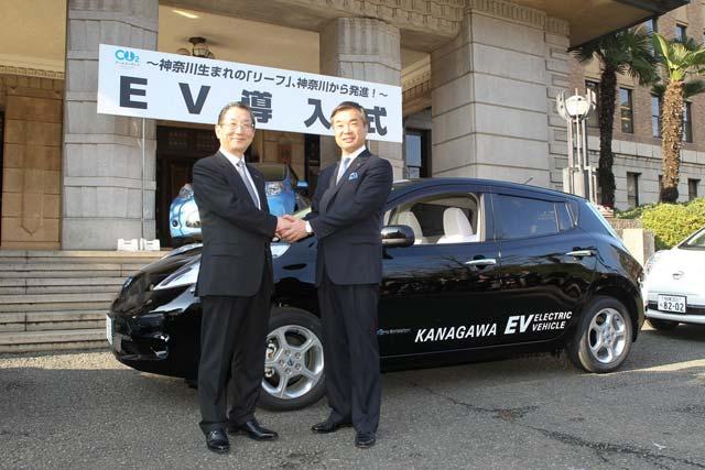2011-Nissan-LEAF-1