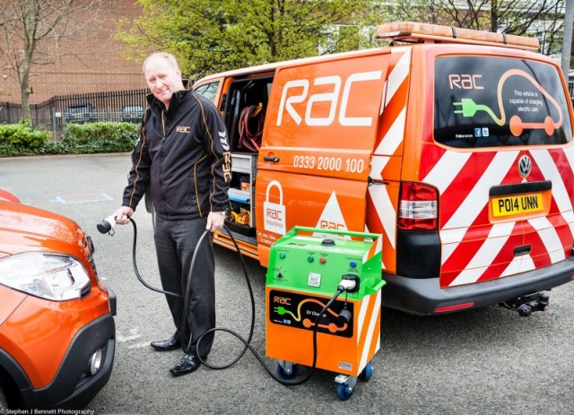 Tim-Hartles-demonstrates-the-RACs-new-electric-charger-2-800x579
