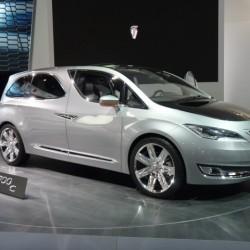 Chrysler lanzará un monovolumen híbrido enchufable