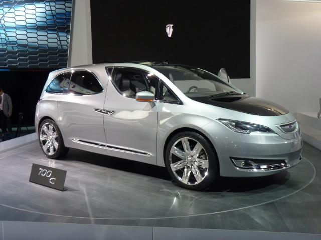 chrysler-700c-concept--2012-detroit-auto-show_100376876_m
