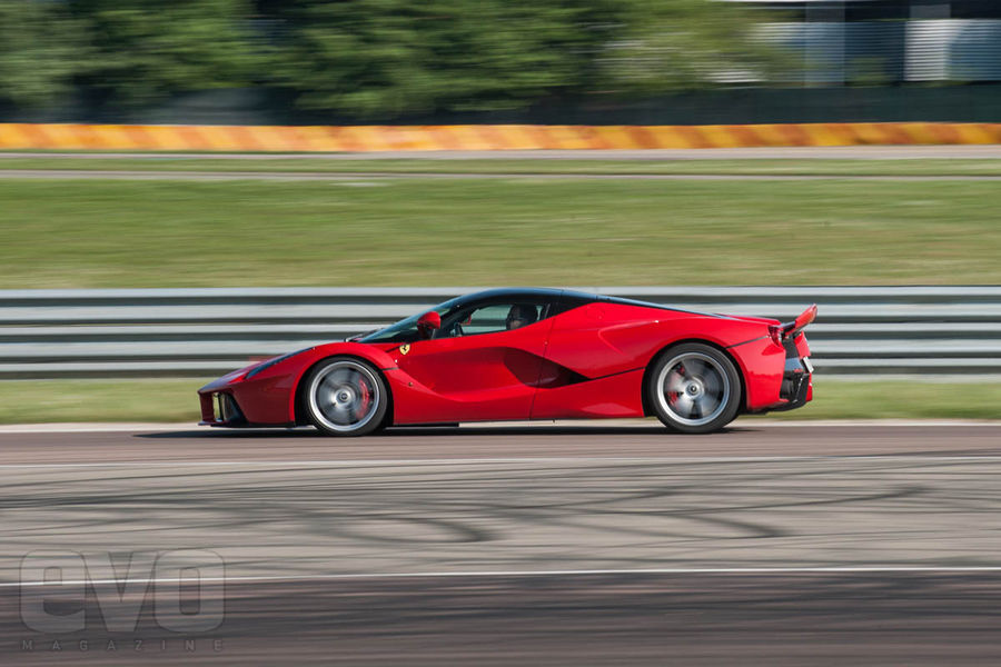 ferrari-laferrari-test-2