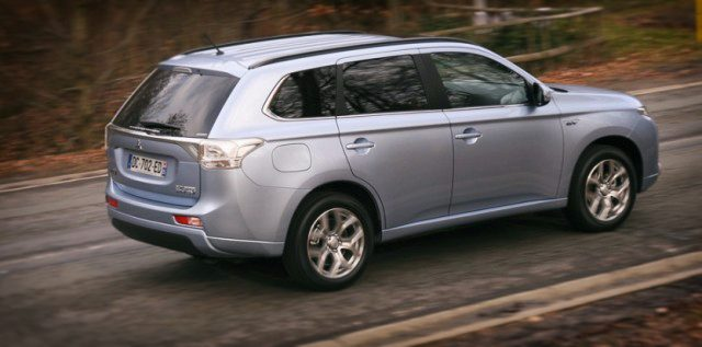 2014-Mitsubishi-Outlander-phev-3-640x317