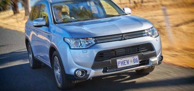 ¿Cuál es el consumo del Mitsubishi Outlander PHEV sin carga en las baterías?