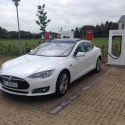 Llegan los Supercargadores de Tesla a España