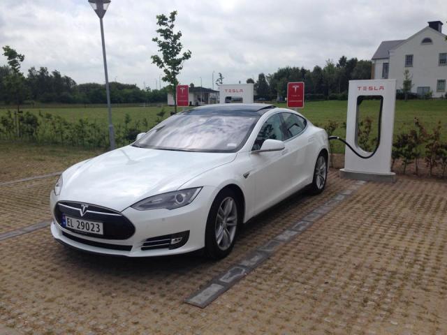Tesla_supercargador_Dinamarca_2