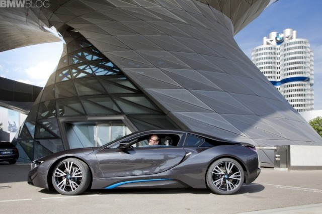 bmw-i8-deliveries-05-750x500