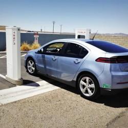 Tesla abrirá algunas patentes a la competencia, buscando acelerar la implantación de los coches eléctricos