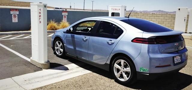 Quebec apuesta por más impuestos a los coches con motor de combustión, para pagar las ayudas a los eléctricos