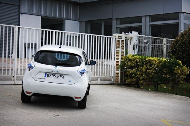 Esto es lo que se encuentra el conductor que busca un punto de recarga Nissan-Renault un fin de semana
