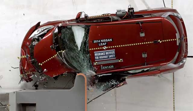 2014-nissan-leaf-iihs-small-overlap-front-test-side-crash-2