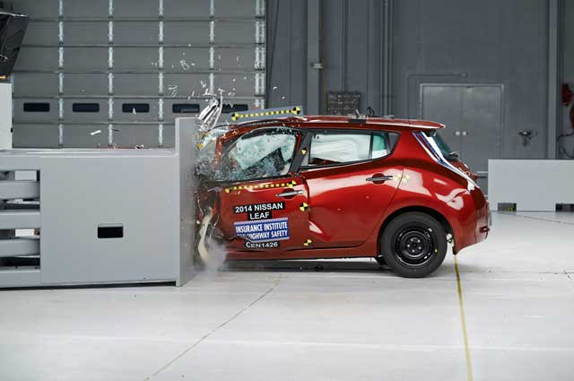 2014-nissan-leaf-iihs-small-overlap-front-test-side-crash