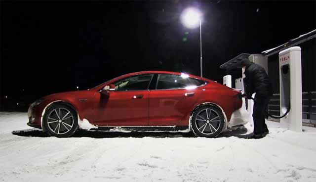 Elektroauto-Tesla-Model-S-Winter-740x425