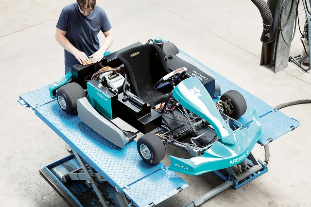 electric-Kart_garage_half@2x