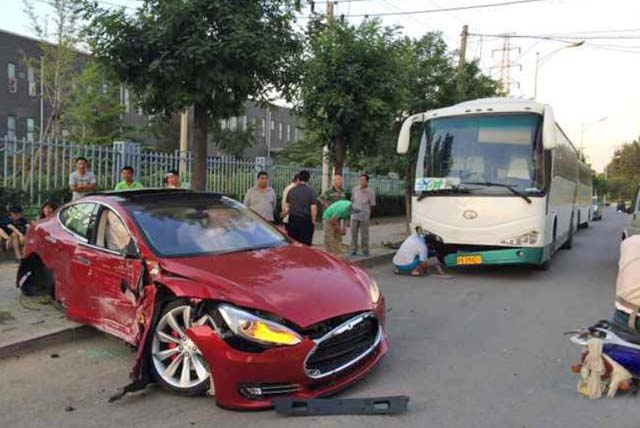 Primer Tesla accidentado en China