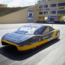 Sunswift eVe logra el récord de autonomía con un coche eléctrico. 500 kilómetros a 100 km/h