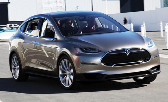 Tesla Model X. A la venta en 2015