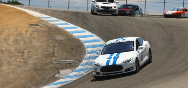 La Brammo Empulse y el Tesla Model S se enfrentan en Laguna Seca