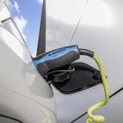 """Según la consultora Fitch """"La industria del petróleo pueden entrar en una espiral mortal por culpa del coche eléctrico"""""""