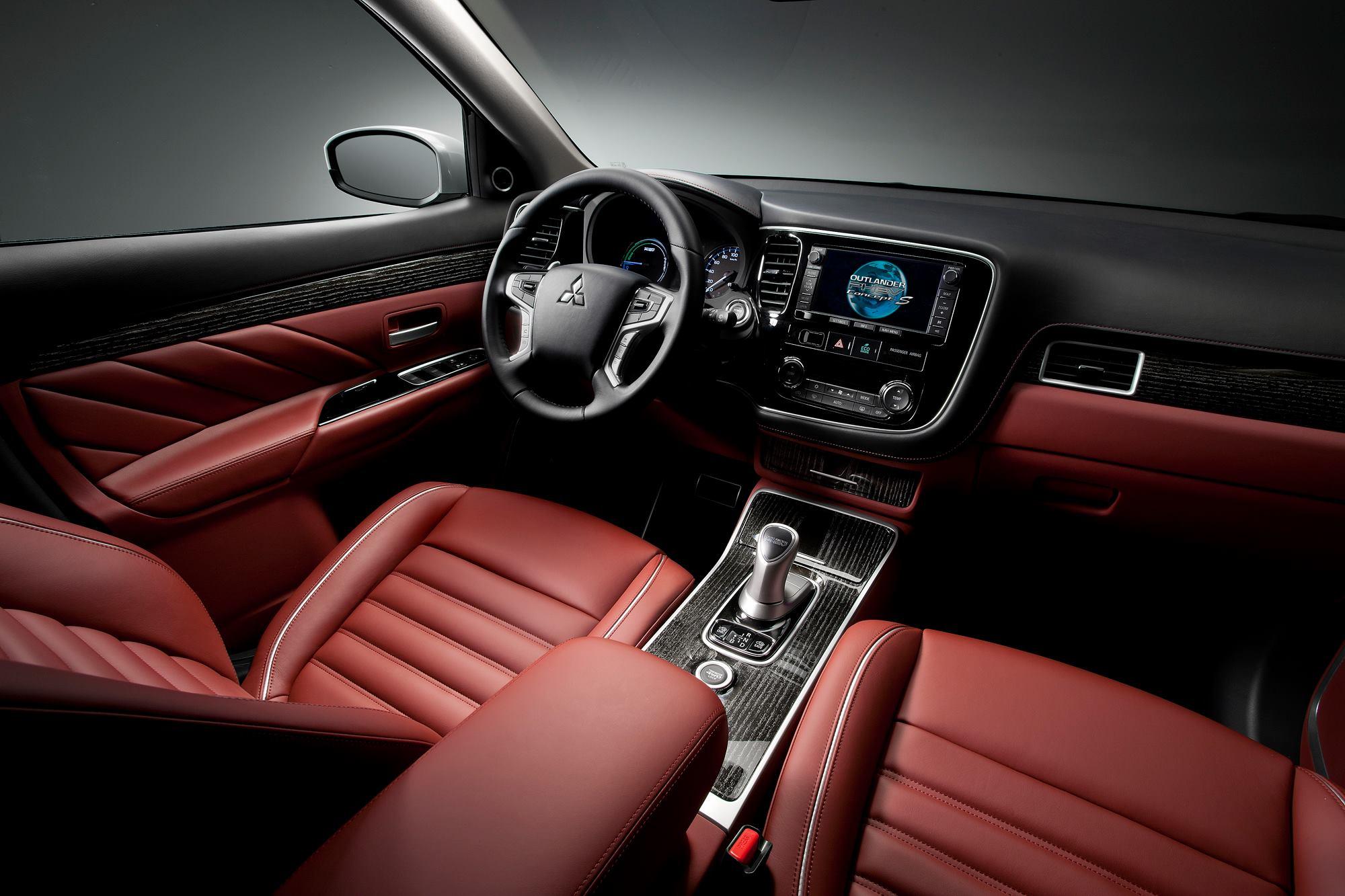 Mitsubishi Outlander PHEV Concept-S interior