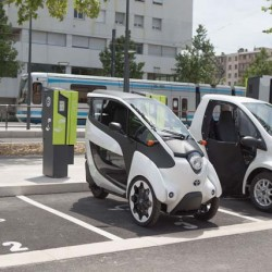 Arranca el programa de car sharing de Grenoble con el Toyota i-Road