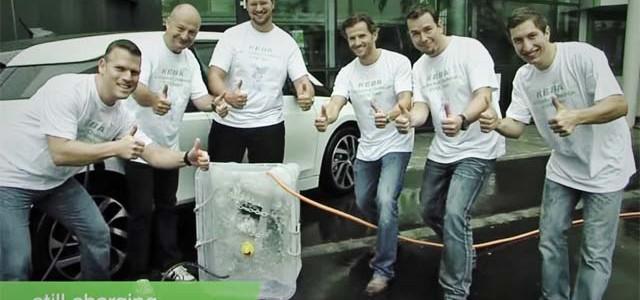 El punto de recarga KeContact P20 nos demuestra que puede cargar incluso bajo agua helada