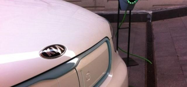 Coches eléctricos e híbridos enchufables. ¿Más autonomía, o mejores precios?