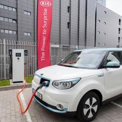KIA seguirá el modelo Nissan. Instalará una red de cargadores rápidos en sus concesionarios