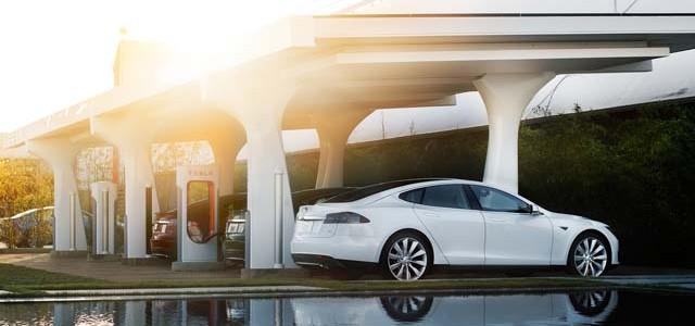 La red se supercargadores de Tesla llegará a las 200 estaciones en 2015