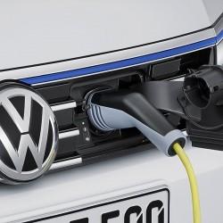Volkswagen tendrá que invertir 2.000 millones en puntos de recarga. Los operadores de estas infraestructuras avisan del peligro