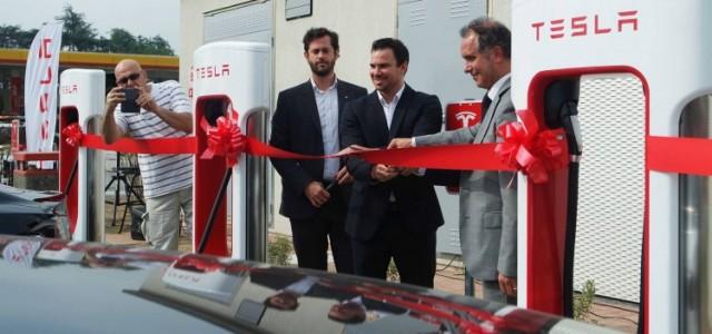 Tesla inaugura su primer supercargador en Italia