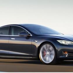 Tesla llama a revisión a 90.000 Model S por un posible fallo en el cinturón de seguridad