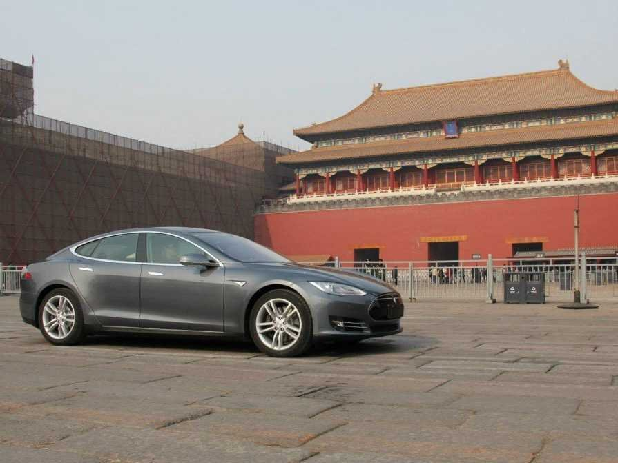 2014-tesla-model-s-in-china100464978l-3