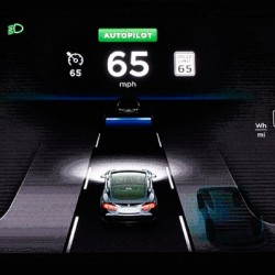 El sistema de conducción autónoma de Tesla, necesitará nuestro permiso para adelantar