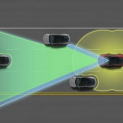 Tesla sigue actualizando la nueva versión de Autopilot. Aumento de la velocidad máxima y aviso de impacto lateral