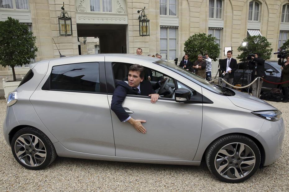 El Ministro Montebourg en un Renault ZOE