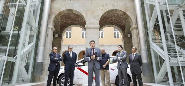 Nissan LEAF. El primer taxi eléctrico de Madrid empieza sus trabajos