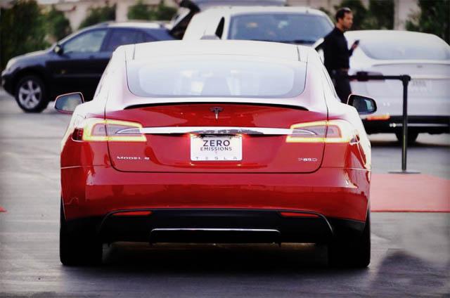 Tesla-Model-S-D-03-830x550