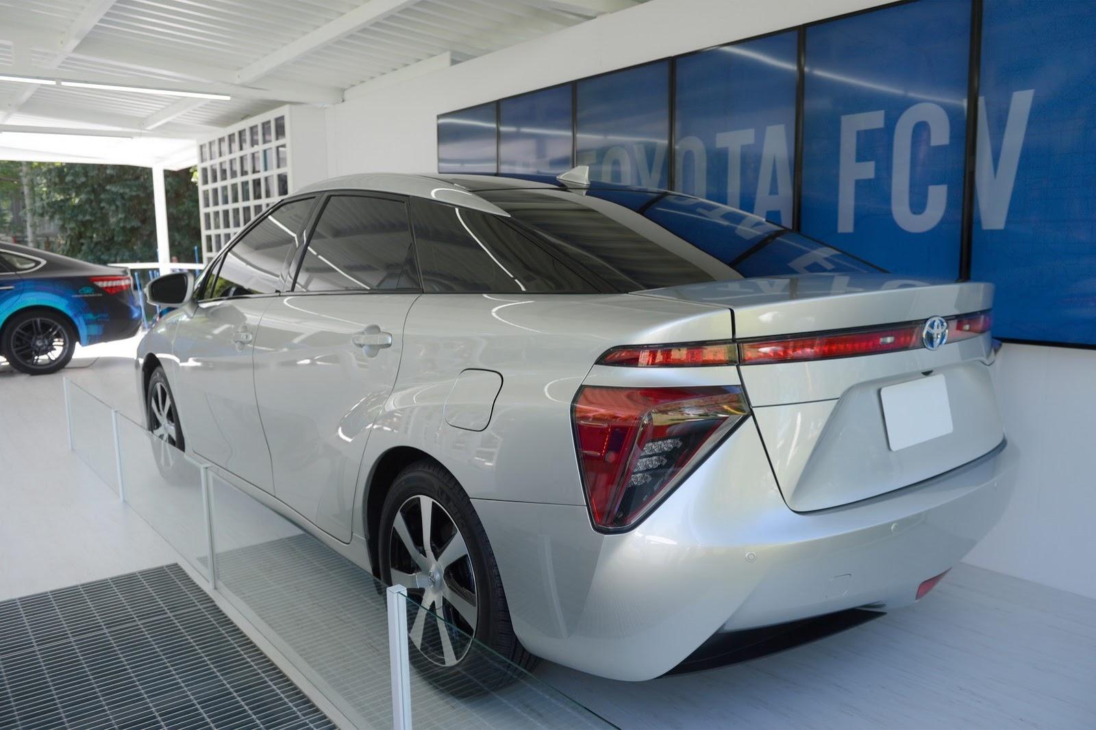 Toyota-FCV-2