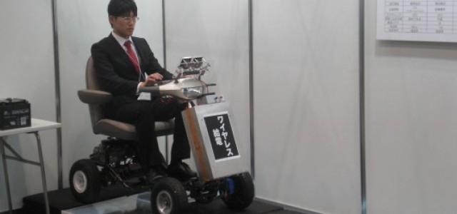 Recargando un coche eléctrico desde las ruedas