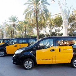 Nissan entrega los primeros tres taxis eléctricos e-NV200 en Barcelona