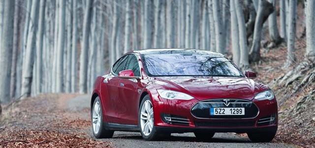 Un informe avisa del potencial de Tesla. 500.000 coches al año, y un margen del 30% por unidad