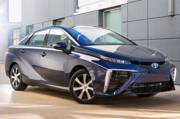2016-toyota-mirai-fuel-cell-sm