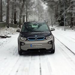 ¿Cómo se desenvuelven los coches eléctricos en climas fríos?