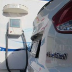 Hyundai_ix35_Fuel_cell_car_awaits_to_be_refuelled_by_HFuel