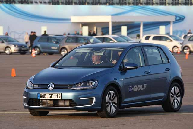 VW-eGolf-2014-elektroauto-award-2