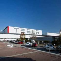 Tesla anuncia que adelanta su plan de fabricar 500.000 coches al año a 2018