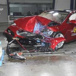 El Tesla Model S y BMW i3 no consiguen la calificación máxima de seguridad del IIHS
