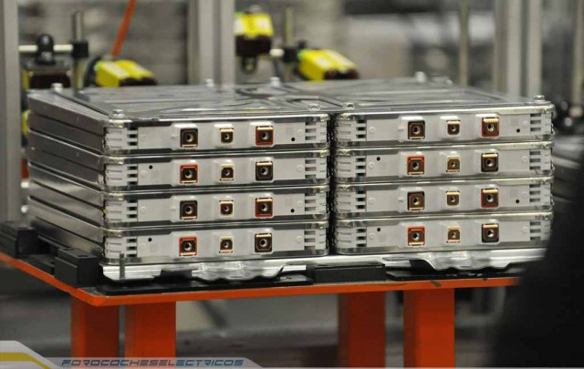 770-Nissan's-UK-Battery-Plant-modules-are-assembled-into-a-Nissan-battery-pack